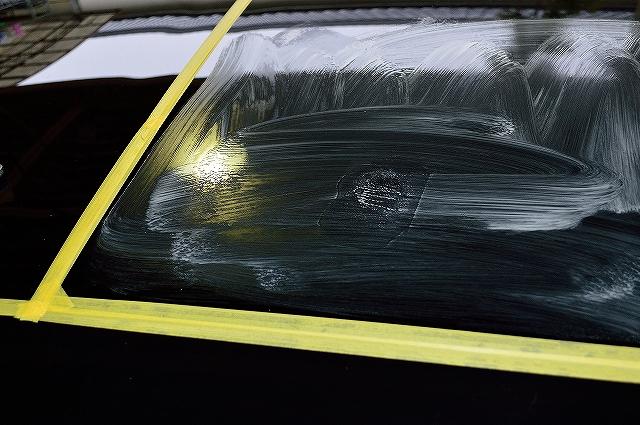 ガラスへの軽度の水シミは油膜取りで除去